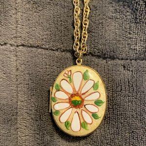 "Jewelry - Vintage Daisy 23"" Necklace"